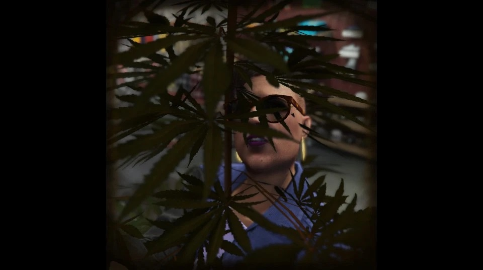 Selfie of a character from Grand Theft Auto Online, somehow fused into a tree.